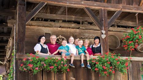 Die Familie vom Gasthaus zum Hirsch, d'Monika